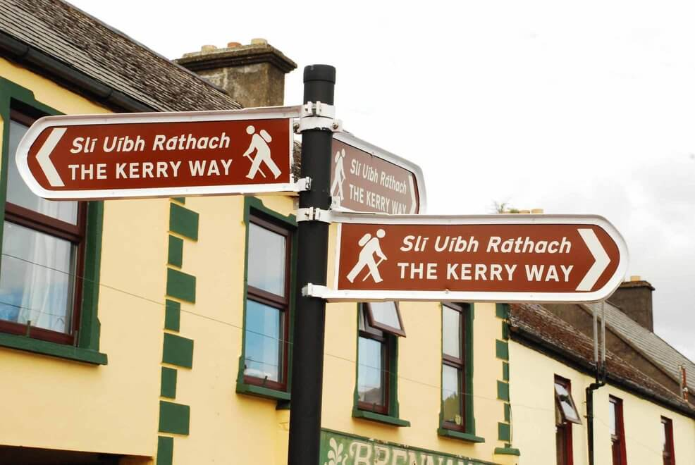 bewegwijzering the kerry way in ierland